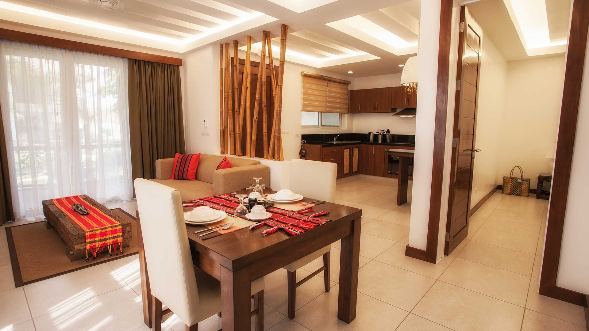 Vida Homes - One Bedroom Apartment - Beach Front - Kitchen and Dining Area