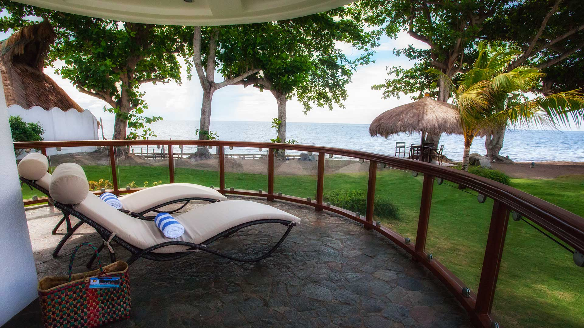 Vida Homes - One Bedroom Apartment - Beach Front - Balcony View